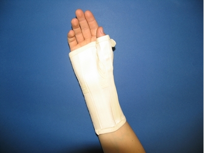 Attēls Long wrist orthosis with palm metal strip (C180)